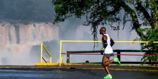 Moradores vizinhos ao Parque Nacional do Iguaçu pagam menos para participar da Meia Maratona das Cataratas