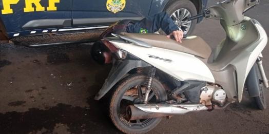 Mulher se emociona ao saber que PRF recuperou sua moto roubada