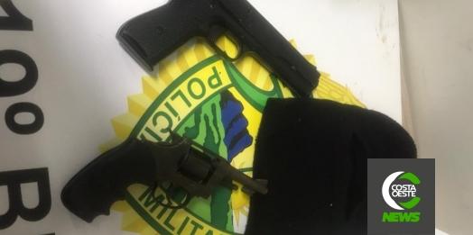 PM de Santa Helena prende duas pessoas e apreende revólver, simulacro de pistola e munições após denúncia de aglomeração