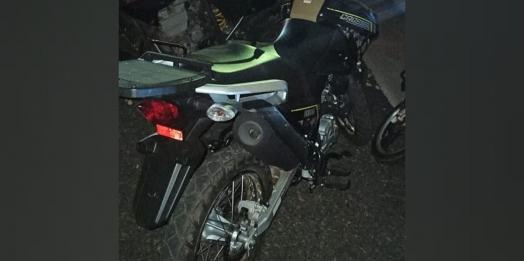 PM detém motociclista por direção perigosa e descumprimento do toque de recolher em Medianeira