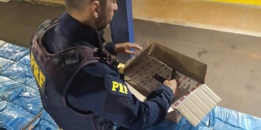 PRF realiza apreensão de cigarros contrabandeados em zona rural de Guaíra