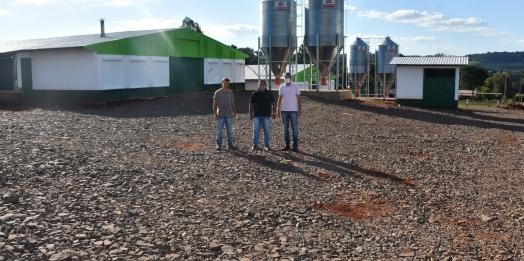 Produtores de São Miguel do Iguaçu são beneficiados com cascalho extraído da pedreira municipal