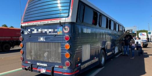 Receita Federal, com o apoio do BPFron, retém 2 ônibus com mercadorias irregulares