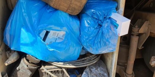 Receita Federal, PRF e ANTT retêm ônibus em Santa Terezinha de Itaipu carregado com contrabando