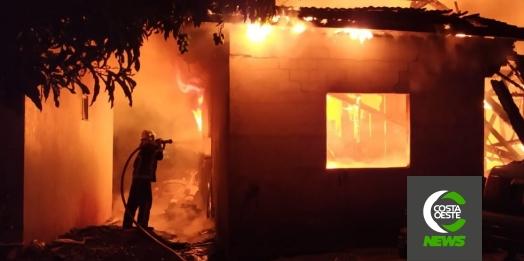 Filho coloca fogo na casa dos pais em Santa Helena e acaba preso pela Polícia Militar