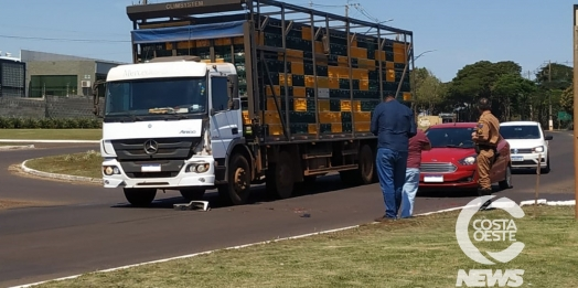 S-10 e caminhão colidem no trevo de acesso ao município de Santa Helena