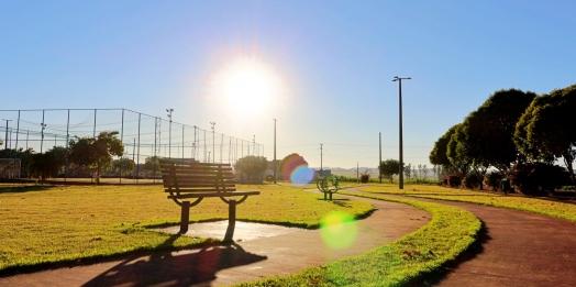 Secretaria de Turismo e Lazer realiza melhorias na Praça Edi Berghahn em Itaipulândia