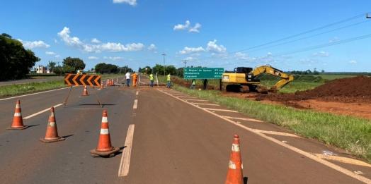 Serviços de drenagem é realizado na BR-277, em Santa Terezinha de Itaipu