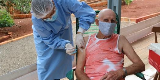 Vacinação contra a Covid-19 em idosos já iniciou em Santa Helena
