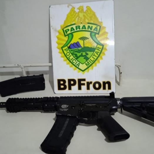 BPFRON apreende arma de fogo carabina 5,56 com passageira de ônibus em Santa Terezinha de Itaipu