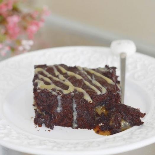 Brownie recheado com caramelo