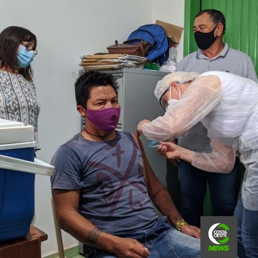 Cacique é o primeiro a ser vacinado na Aldeia Indígena de Santa Rosa do Ocoy