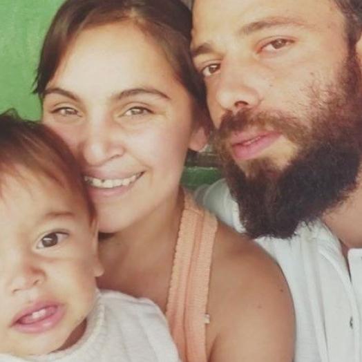 Carro com família dentro bate contra caminhão e três morrem na hora no Paraná