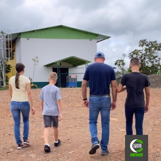 Casal volta para o campo para realizar sonho dos filhos