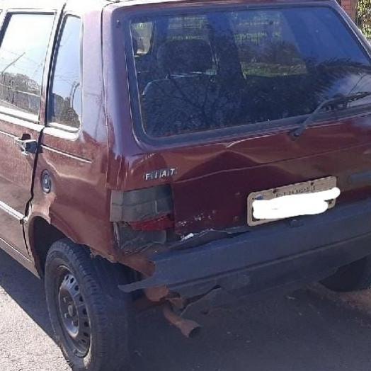 Gol colide em Uno estacionado e condutor deixa local em Santa Helena
