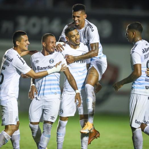 Grêmio bate o Vitória e encaminha vaga nas quartas da Copa do Brasil