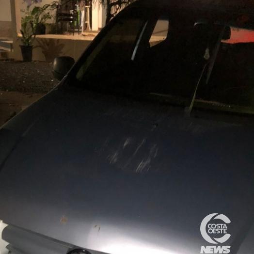 Homem colide veículo contra cercado de residência na PR 317, perímetro urbano de Santa Helena