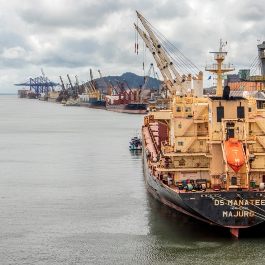 Importações impulsionam alta na movimentação portuária do Paraná