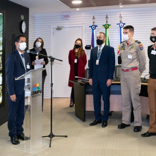 Itaipu firma convênio para reforçar frota dos Bombeiros