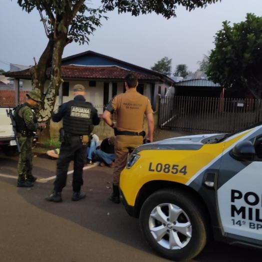 Itaipulândia: ação conjunta da polícia apreende cigarros, veículo e detém três pessoas