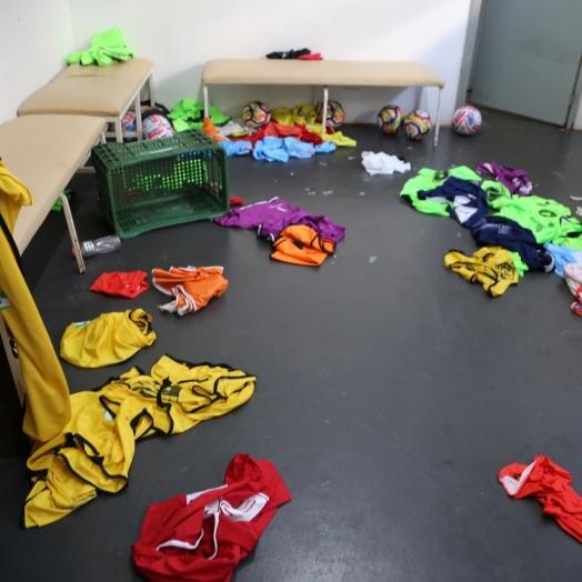 Ladrões arrombam Ginásio Municipal em Itaipulândia; Materiais esportivos e vários produtos são levados