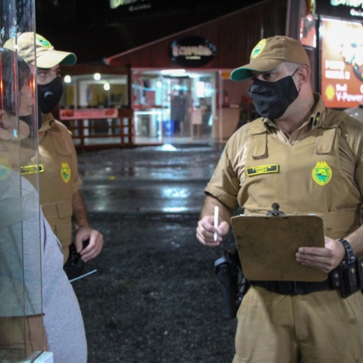 Mais de 3 mil estabelecimentos comerciais foram fiscalizados desde sábado no Paraná