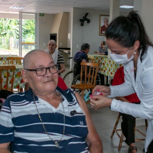 Medianeira começa agendar vacinação de Idosos acima de 64 anos