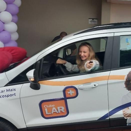 Muita sorte: ganhadora Clube Lar Mais fatura carro zero Km entre 4 milhões de cupons