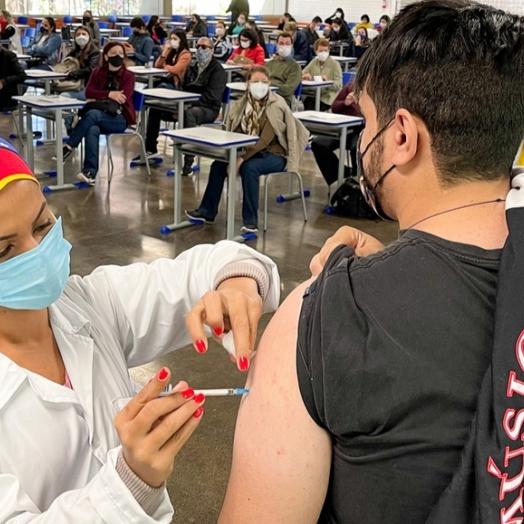 Paraná ultrapassa marca de 13,5 mil profissionais do Ensino Superior vacinados contra a Covid-19