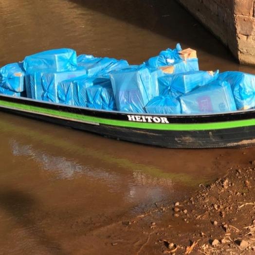 PF e Exército Brasileiro apreendem embarcação carregada com cigarros paraguaios em Guaíra