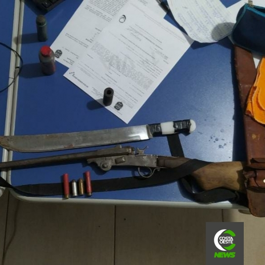 PM prende homem após espancar e cortar mulher com facão em Santa Helena; arma e munições foram apreendidas