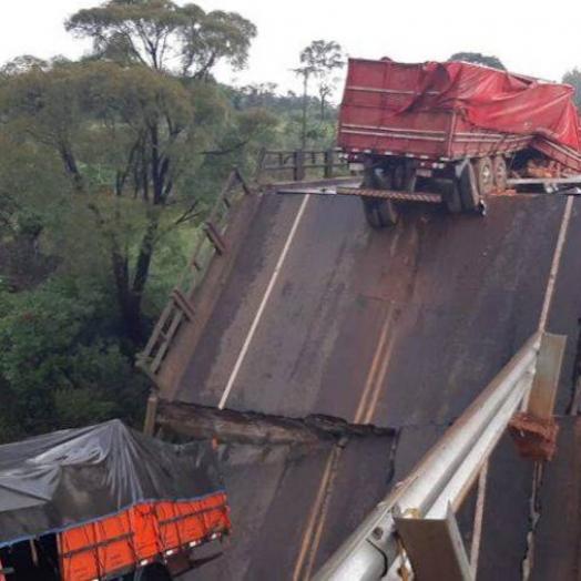 Ponte inaugurada há 14 meses cai e mata três no Paraguai