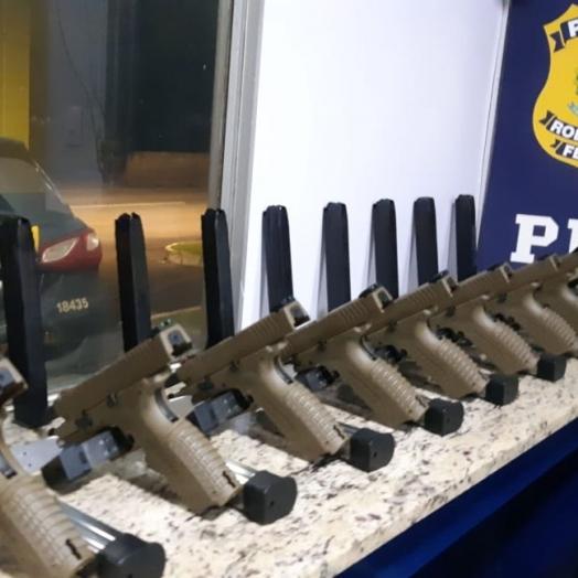 PRF prende quatro pessoas por tráfico internacional de armas e associação criminosa em Céu Azul