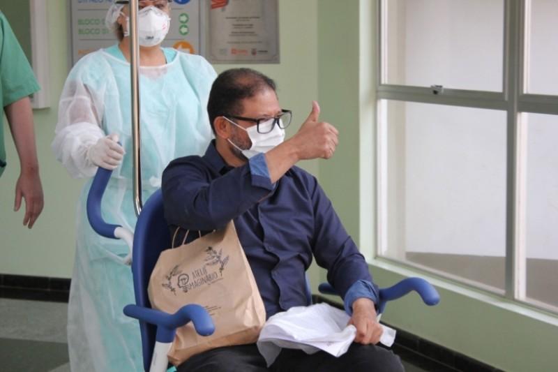 Pedro Matias de Araújo, tratado com plasma hiperhimune, teve alta no dia 11 de setembro. Crédito: Eduardo Diniz/HMCC.